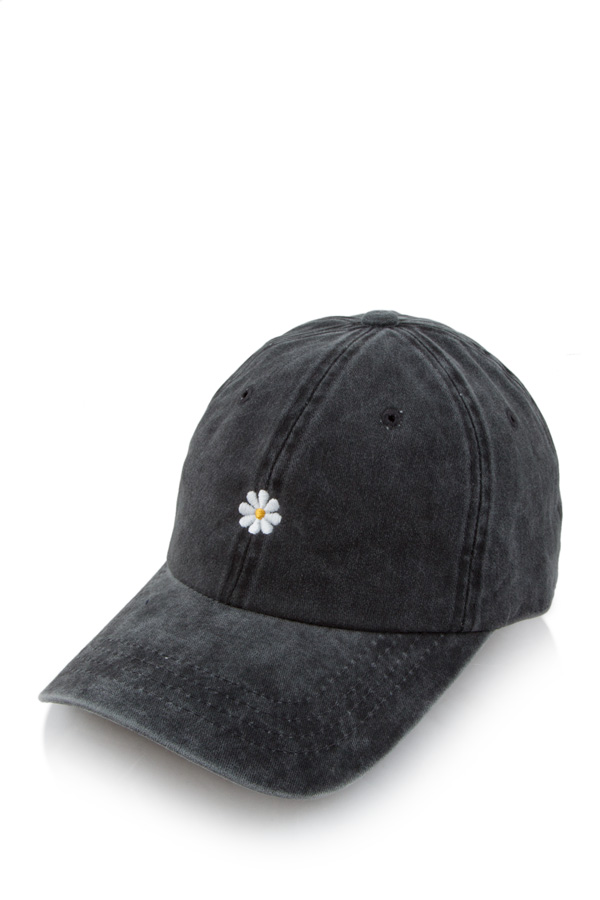 Daisy embroidery pigment cap