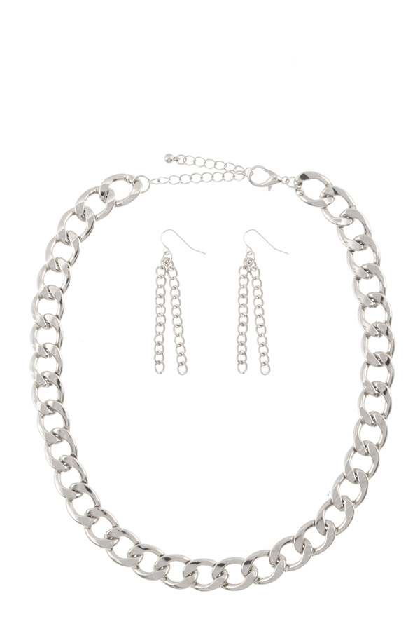 Bold chain necklace set