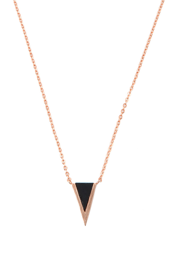 V-cut simple charm necklace