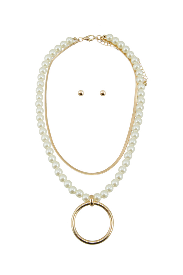 Pearl and Snake Chain Layered with Circle Pendant Necklace